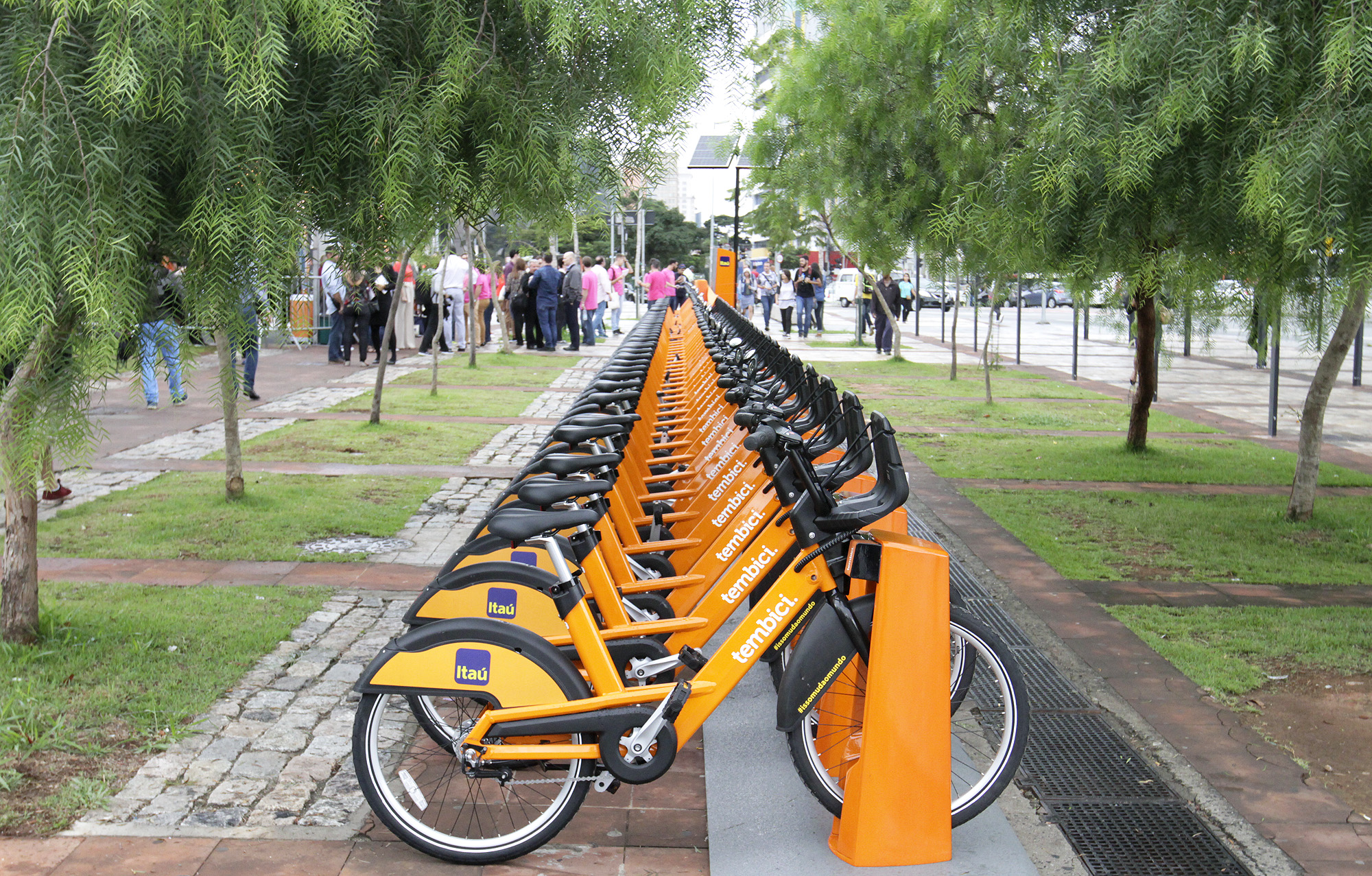Itaú bicycles in a public park
